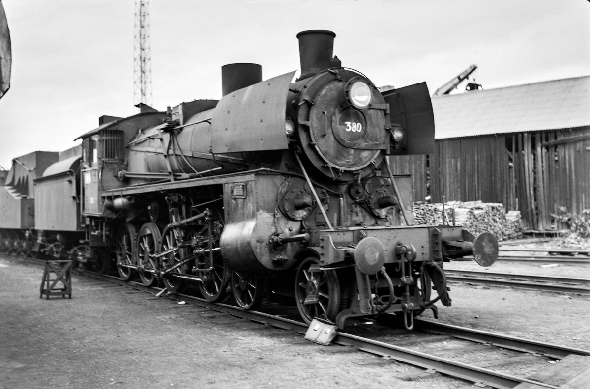Hensatt damplokomotiv type 26c nr. 380 på Marienborg. Lokomotivet ble utrangert kort tid etter.