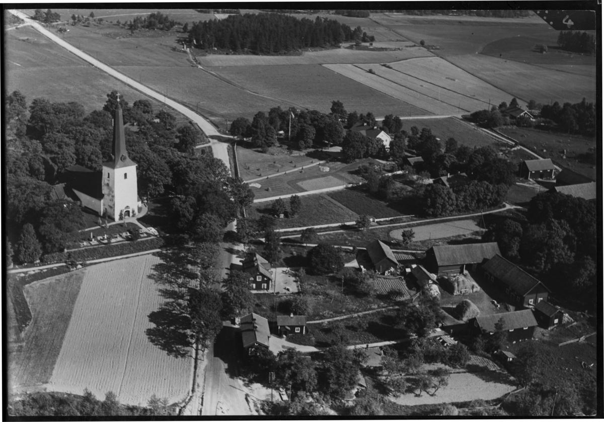 Flygfoto över Irsta kyrka, Västerås