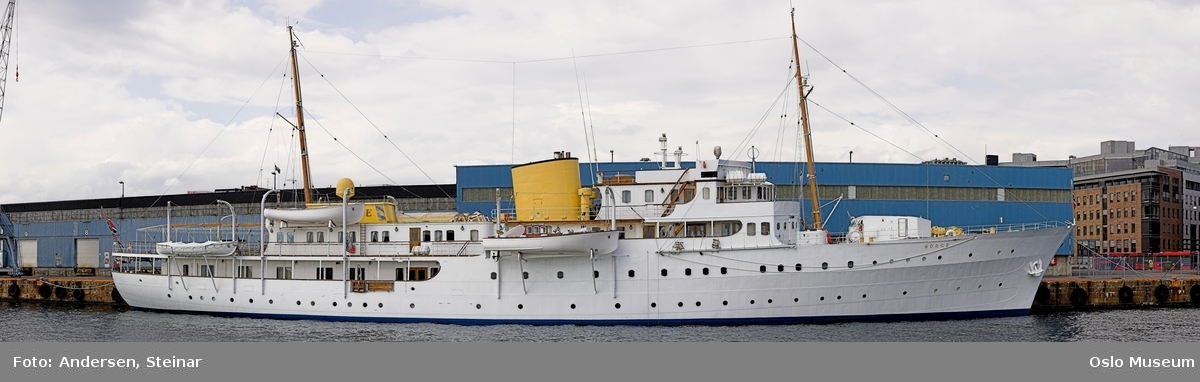 Panorama, utsikt, cruiseskip, seilskute, brygger, havn, fjord, Oslo øst, Oslo vest, Rådhuset, Akershus Festning