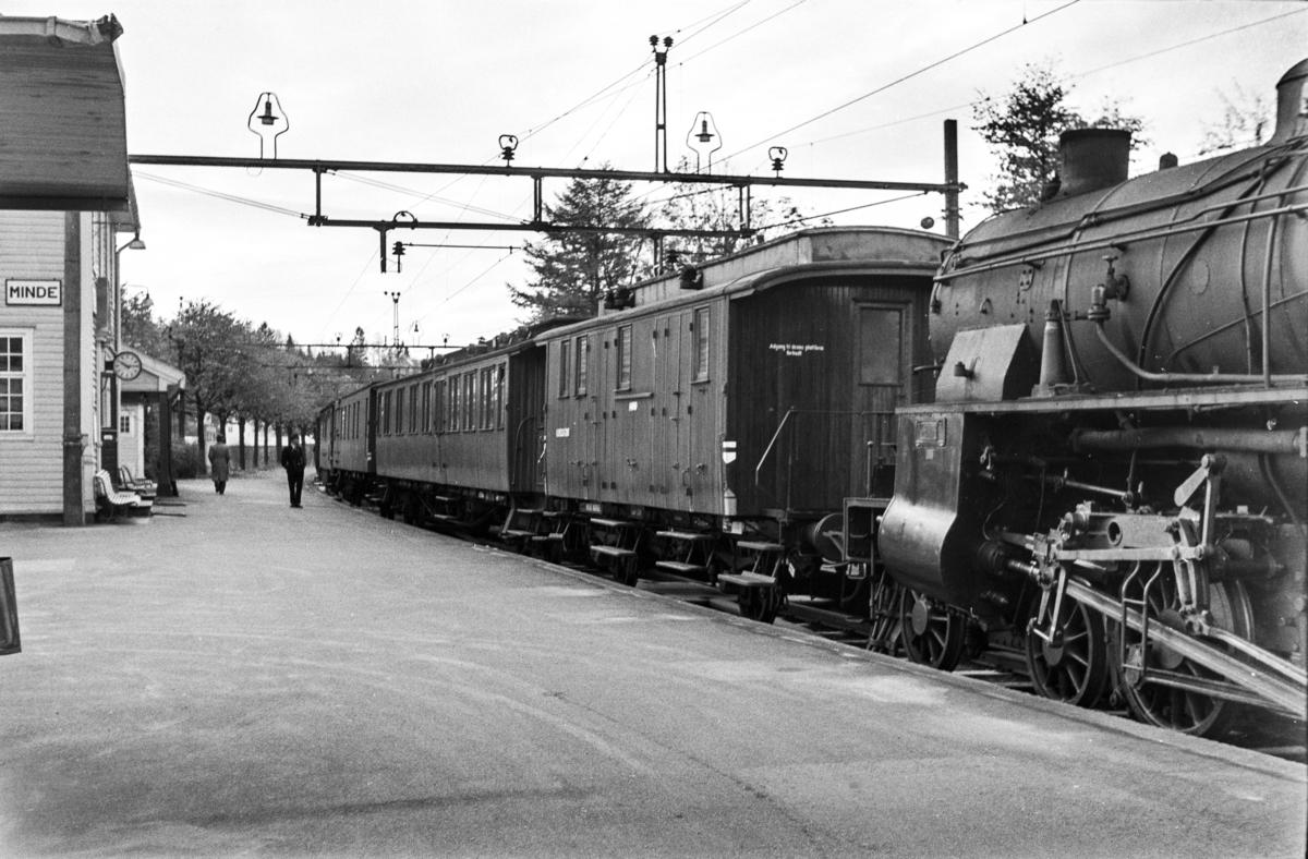 Damplokomotiv type 31b nr. 400 med Bergen distrikts beredskapstog.