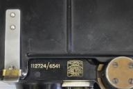 Reflexsiktet består av plåthölje med grovriktmedel för målfångning, reflexglas och fäste av mässing.  Förvaringslådan av plåt med ekstomme innehåller två sikten med belysningssatser och reservlampor.