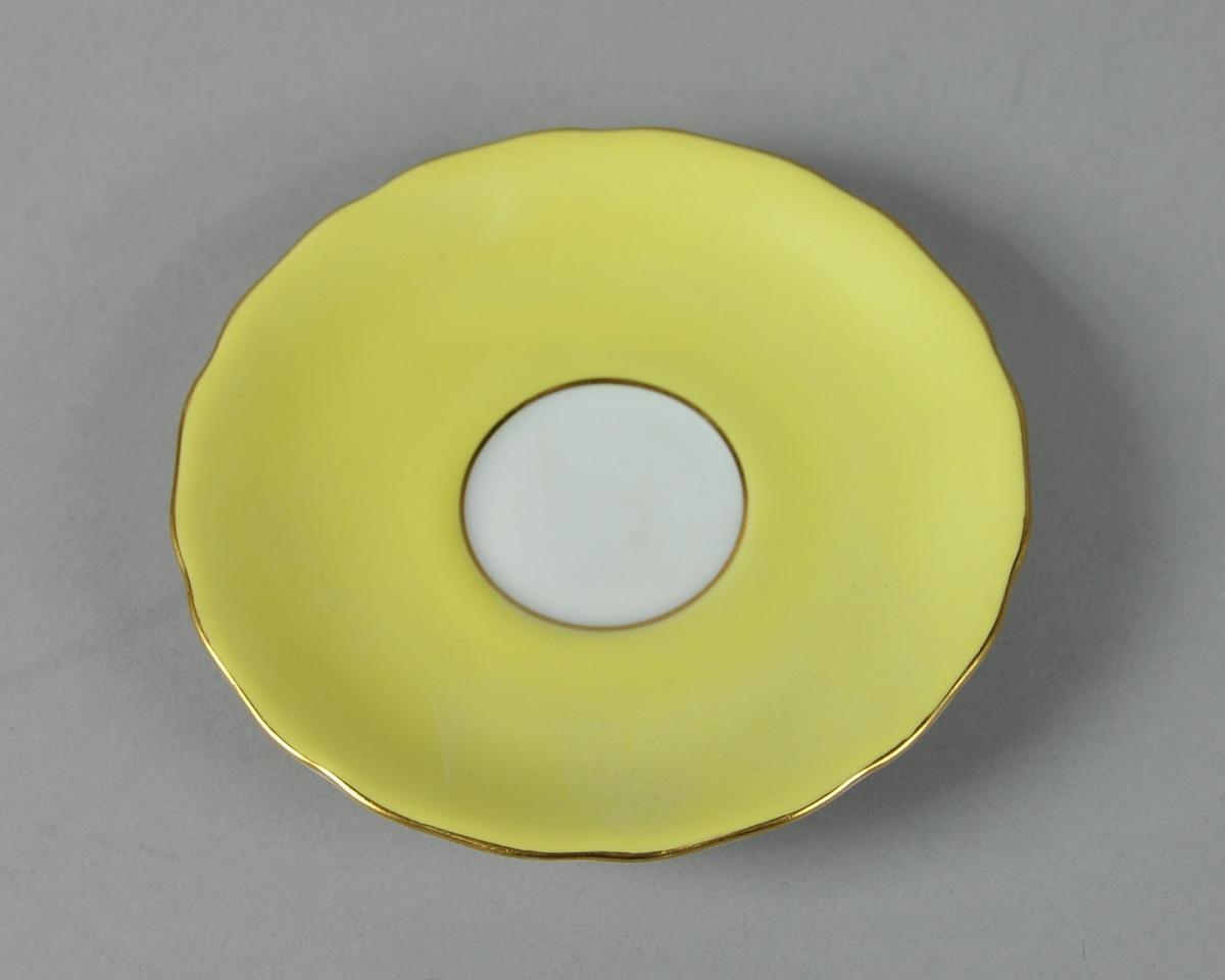 Gul skål med gullkant.