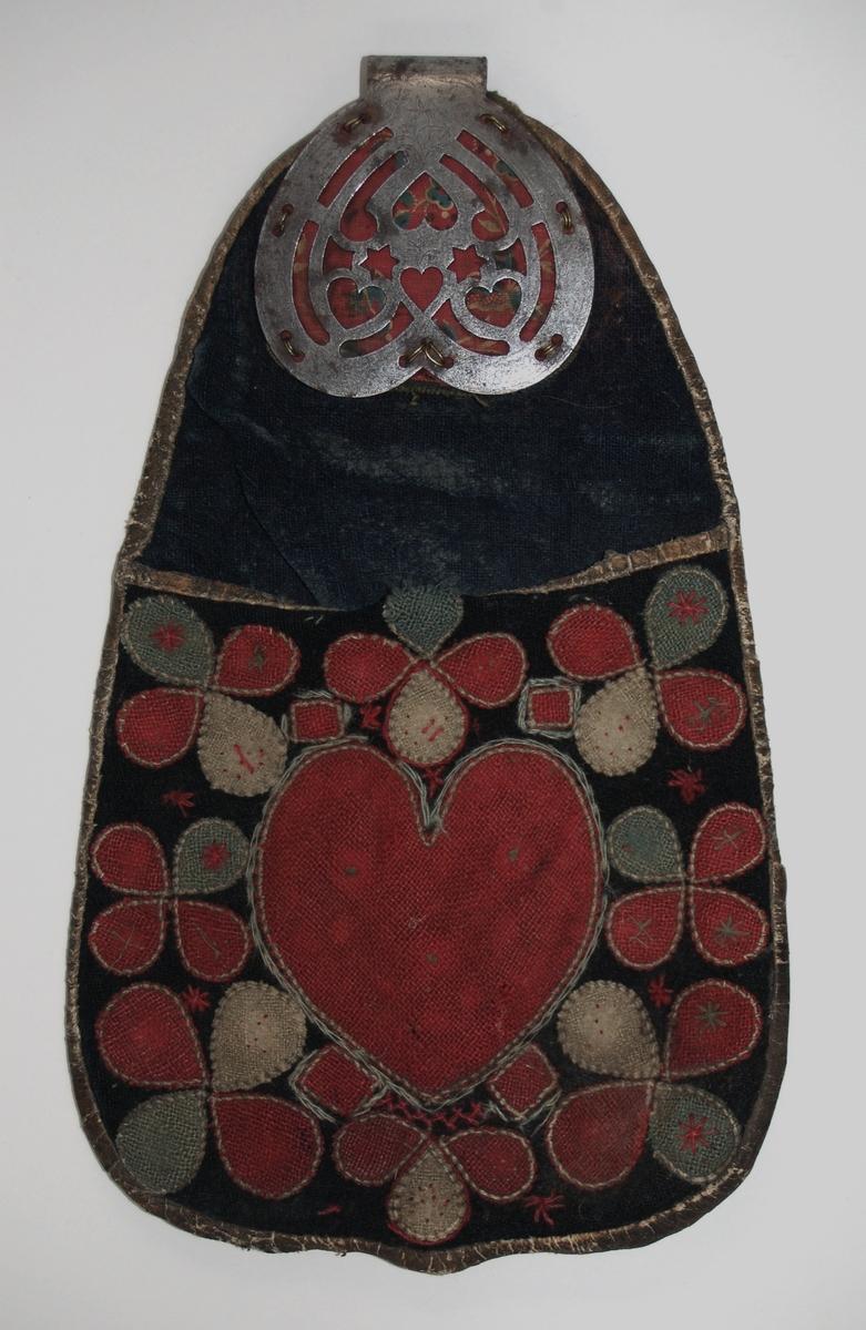 Väska, av skinn och tyg med applikationer. Spänne märkt 1836.