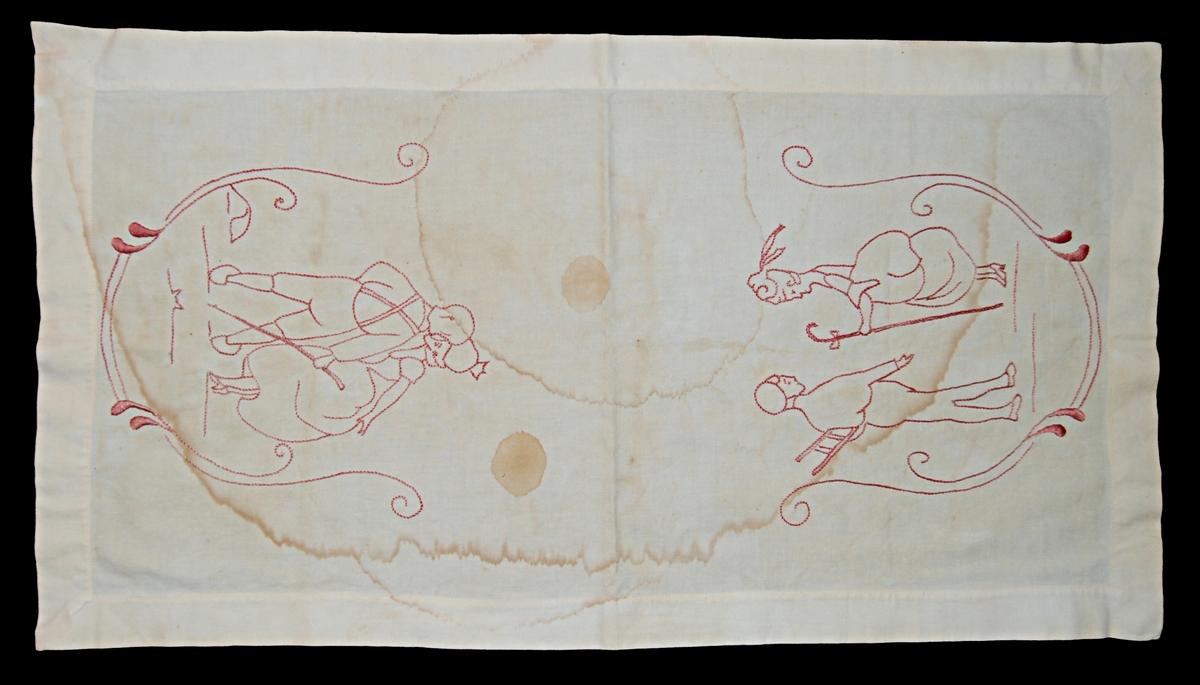 Kat.kort: Duk, av bomull, vit. Rektangulär. På bägge kortsidorna broderat sagomotiv i rött bomullsgarn med platt-och stjälksöm. 620 mm. x 330 mm. Tillhör GM 16986.