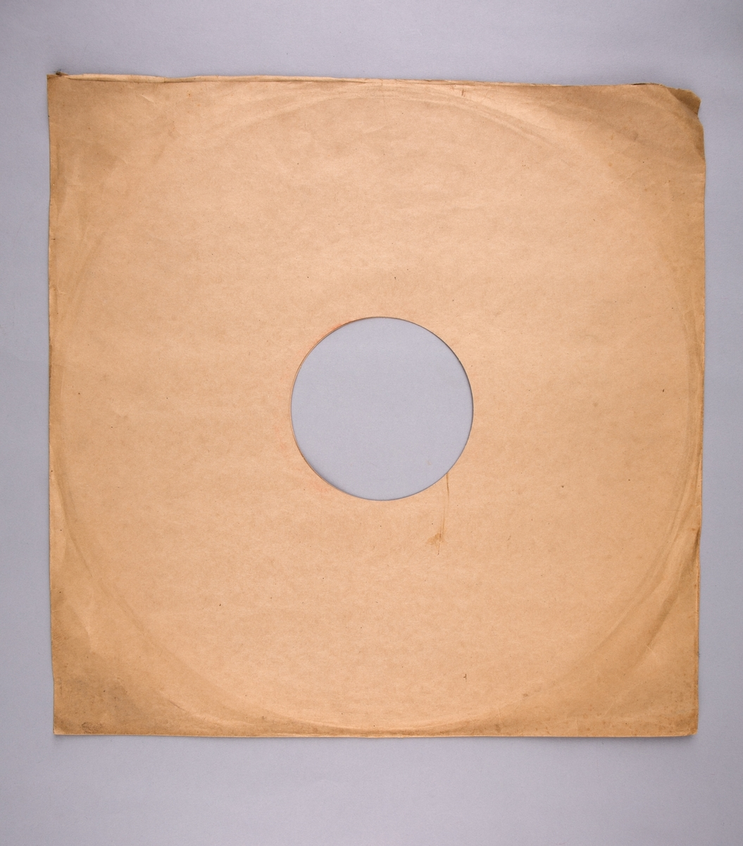 "Grammofonplatesamling. Plateomslag til vinylplate med tittel ""Armed Forces Radio Service"" utgitt av War and Navy Departements."