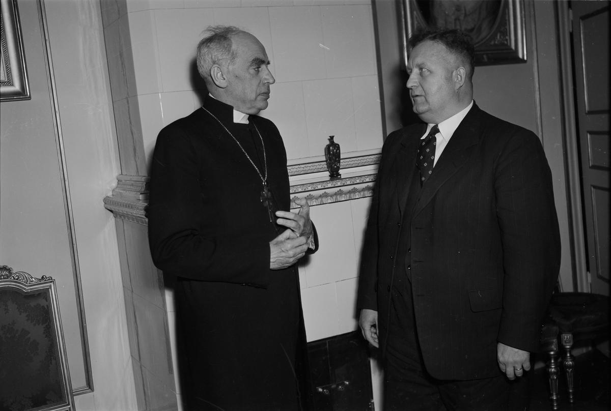 Ärkebiskop Yngve Brilioth med tysk gäst, Uppsala 1952