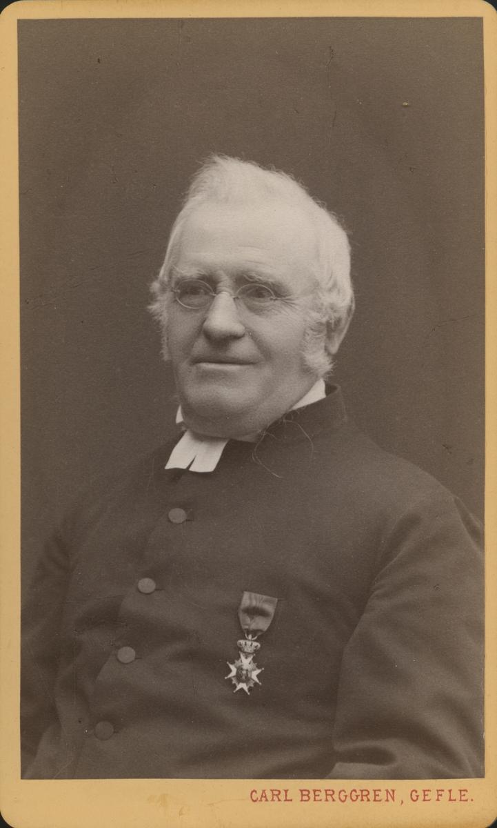 Troligtvis Per August Swedlund, född 1822 Lilla Lundby, Engesberg, präst, lärare och redaktör för Gefle Dagblad.