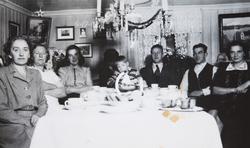 Bruengen, Espa, nyttårsaften 1946. Nyttårsfeiring, f.v. Mimm