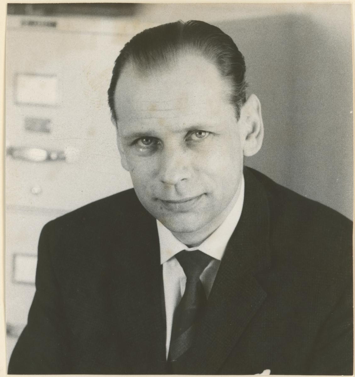Fire portrettfotos, ukjent årstall.  Josef Magnussen (grosserer), Knut A.B. Røskoldt (sjefssekretær), Philip Rønneberg, Trond Lunde (kjøpmann).