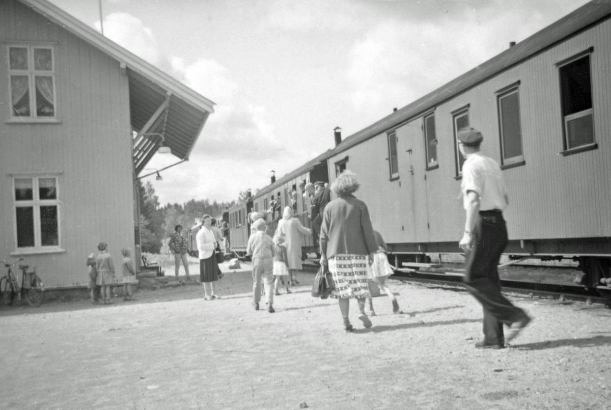 Tog til Skulerud på Fosser stasjon, kort tid før Aurskog-Hølandbanens nedleggelse