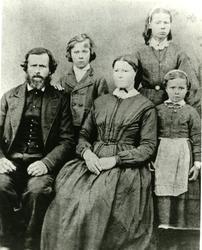 Fra venstre: Petter Aronsen Kvernmo, Anne Marie Isaksdatter