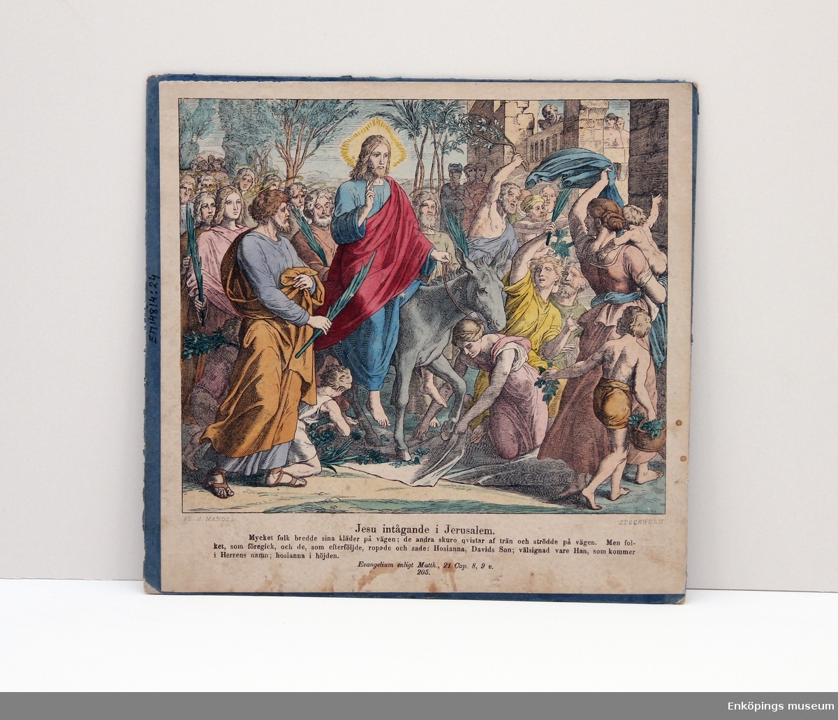 """Skolplansch i ämnet religion. Skolplanschen har bild på båda sidorna. Sida 1: """"Jesu intågande i Jerusalem"""". Sida 2: """"Fotatvagningen"""".  Skolplanscher användes i de flesta skolämnen under 1900-talet. År 1900 kom en ny läroplan (normalplan) där lektionerna skulle åskådliggöras för eleverna för att de skulle förstå bättre. Detta gjorde att räknestavar, skolplanscher, stora kartor och den svarta tavlan blev viktiga skolredskap."""