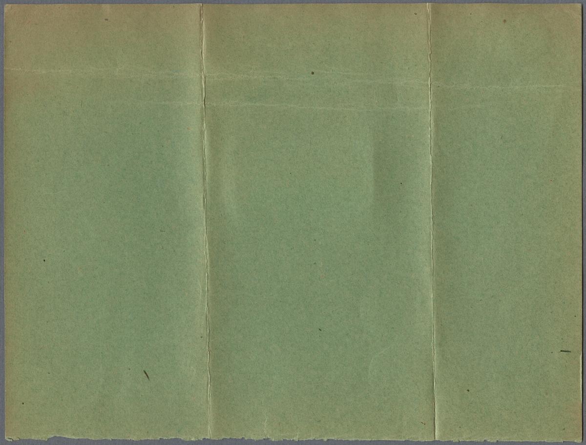 """Reklammärke för cigaretten Imatra. Priset för cigaretterna är 3 öre per styck eller 10 stycken för 25 öre. Reklammärket är fastsatt på ett grönt papper med avriven nederkant som passar ihop med Jvm22056-2. Nedanför reklammärket finns det en handskriven text som lyder: """"Reklammärke, som medföljt inköpet af ett paket cigaretter och af den manlige inköparen sedan öfverlemnats till ett """"kvinnligt väsen"""", som under en lång tidsföljd använt märket i stället för s. k. perrongbiljett vid Stockholms Centralstation."""" Det gröna papperet är vikt två gånger."""