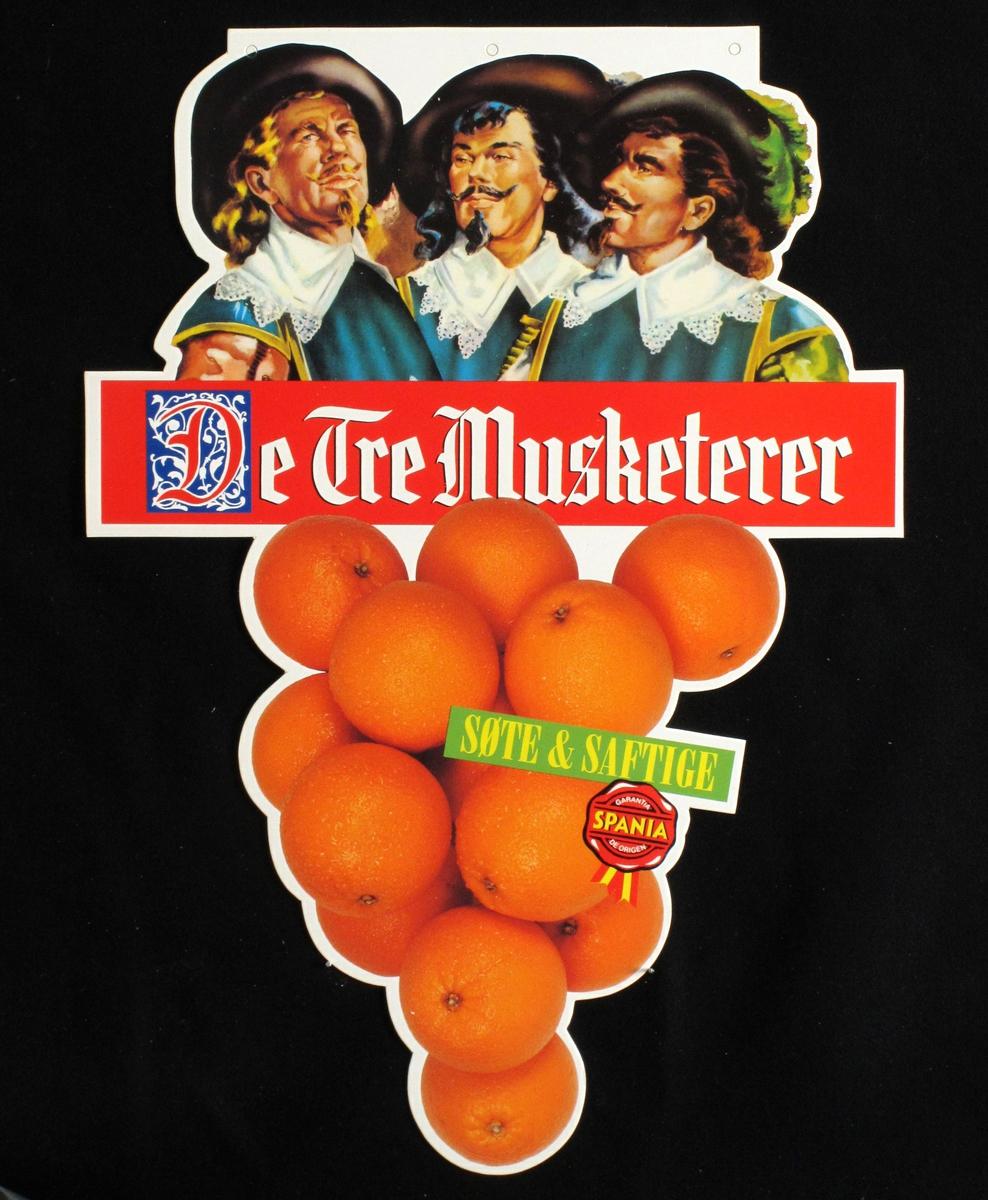 Tre spanske menn appelsinhaug i forgrunnen.