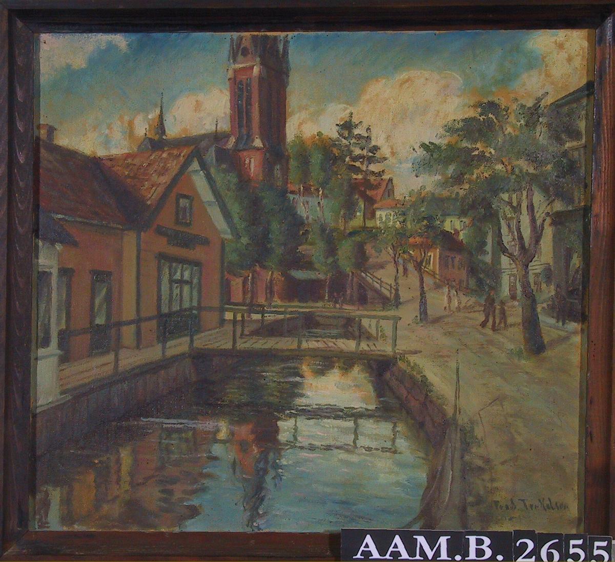 Kanalen ved Kirkegaten, sett mot Kirkebakken.  T. h. Kirkegt. m. trær og Syrdalens hjørne, i forgr. kanalen fra Pollen til Kittelsbuk