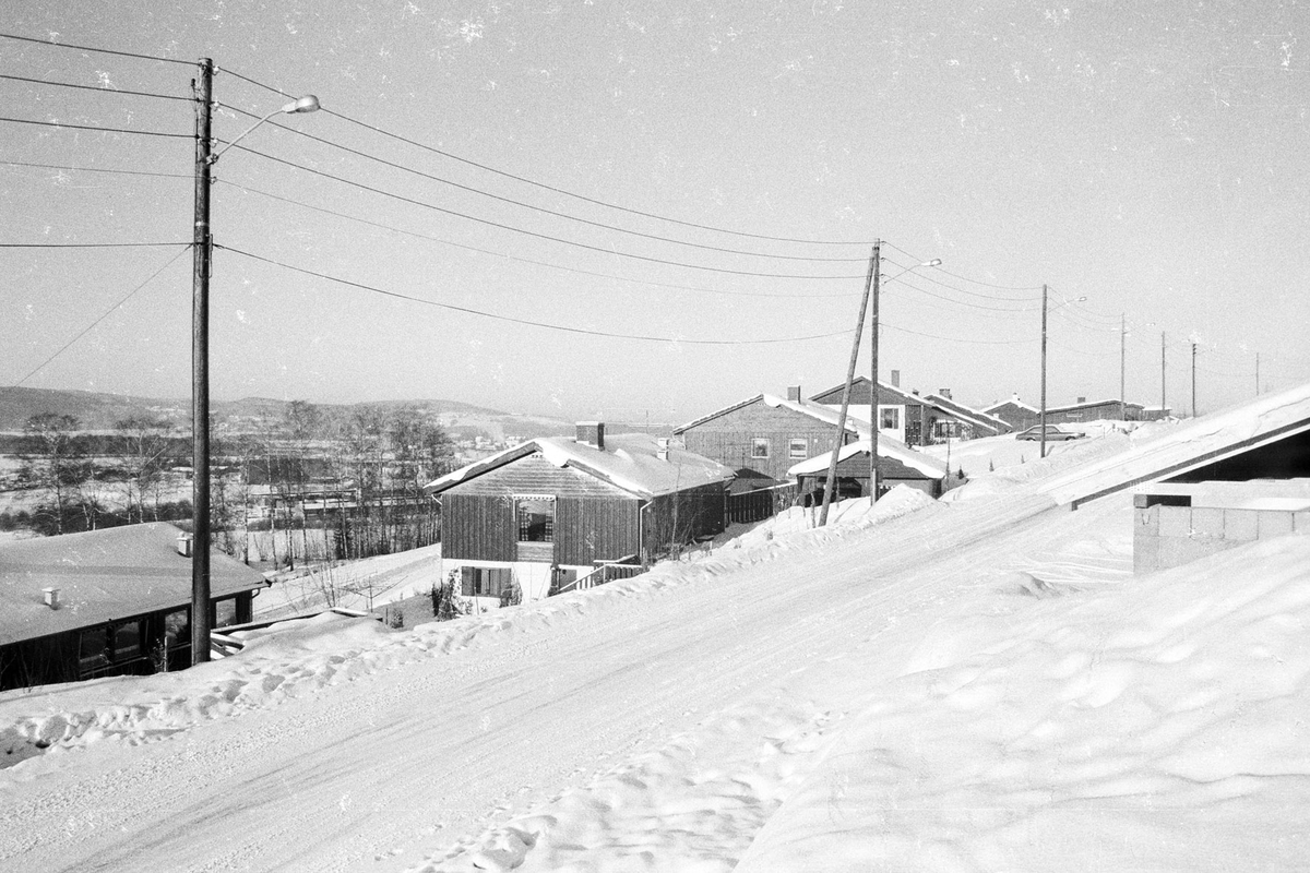 Småhusbebyggelse, vinter Blomstervegen i Rælingen 1979