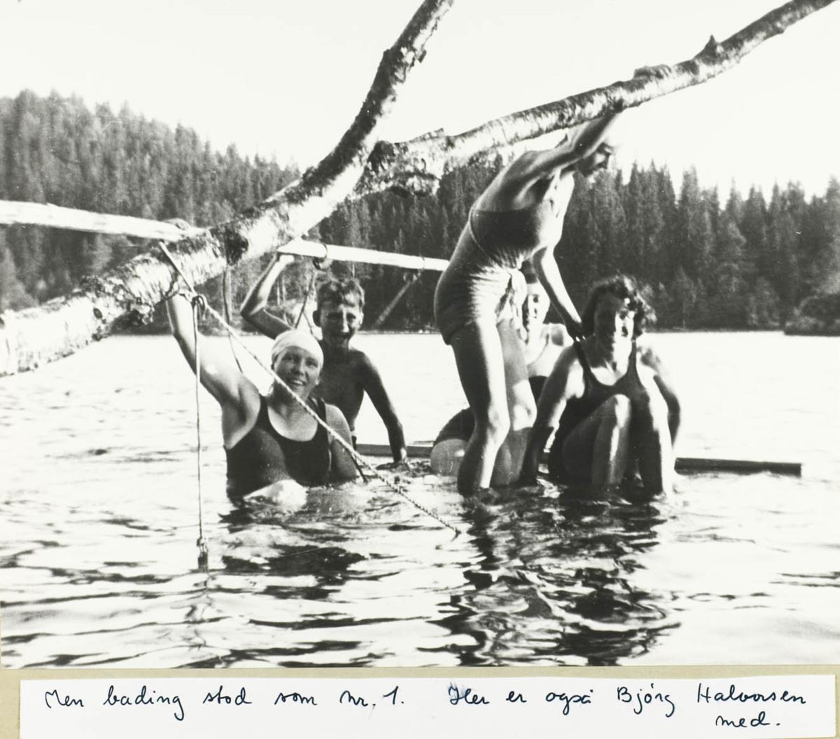 Fem badende ungdommer i Ramstadsjøen