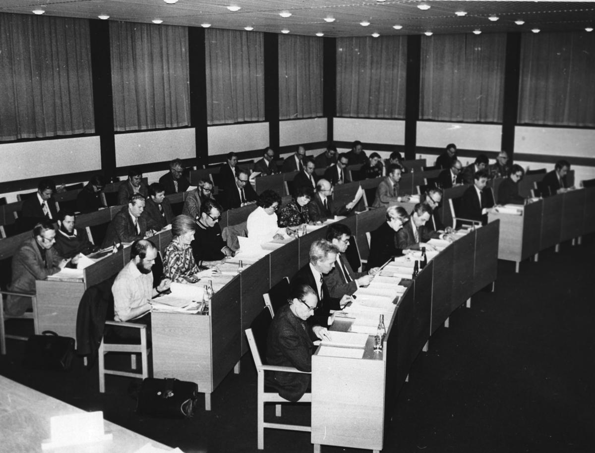 Kommunestyret samlet i møte.