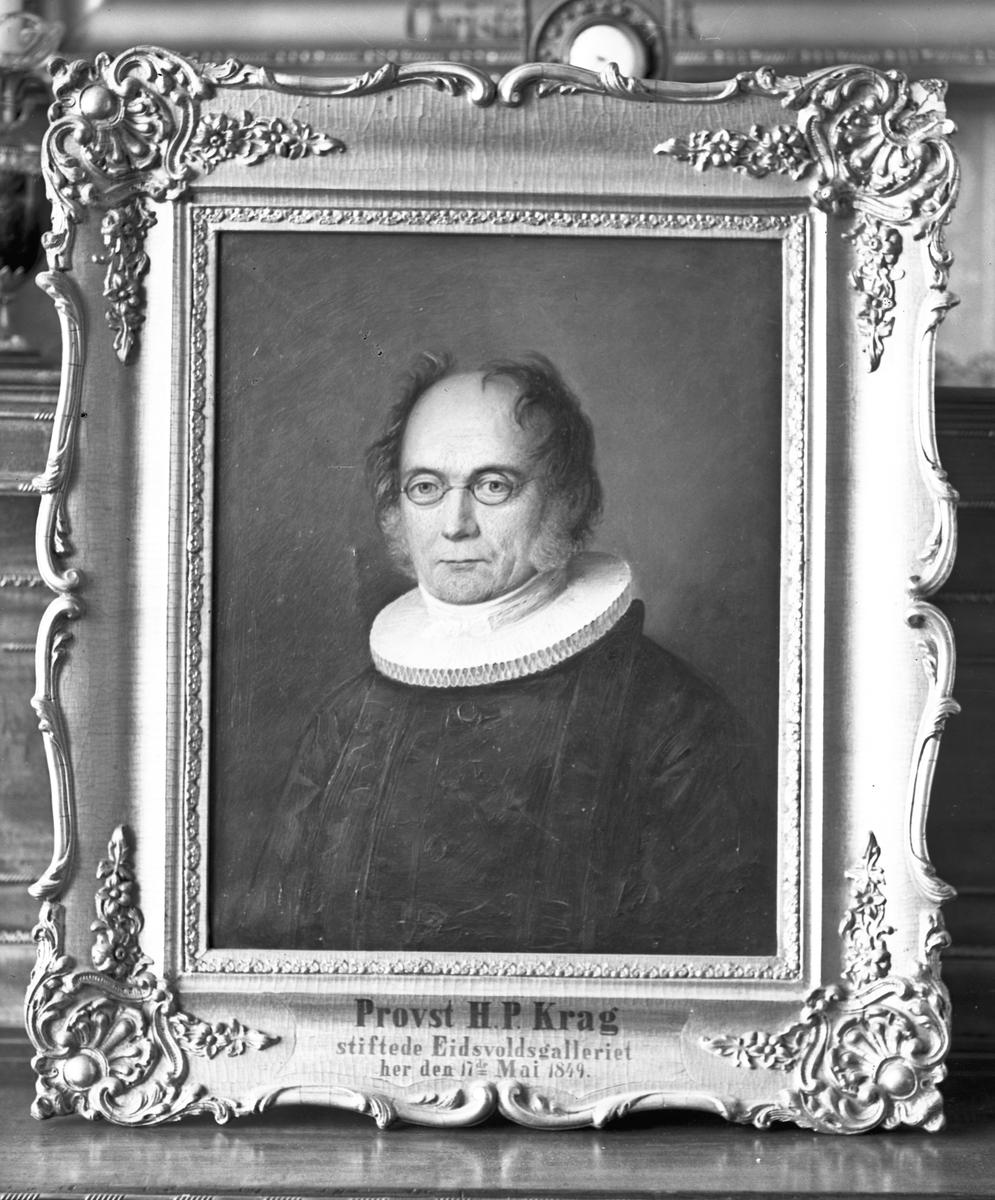"""Avbildet maleri av Prost H P Krag. """"Stiftet Eidsvoldsgalleriet her den 17. mai 1849."""""""