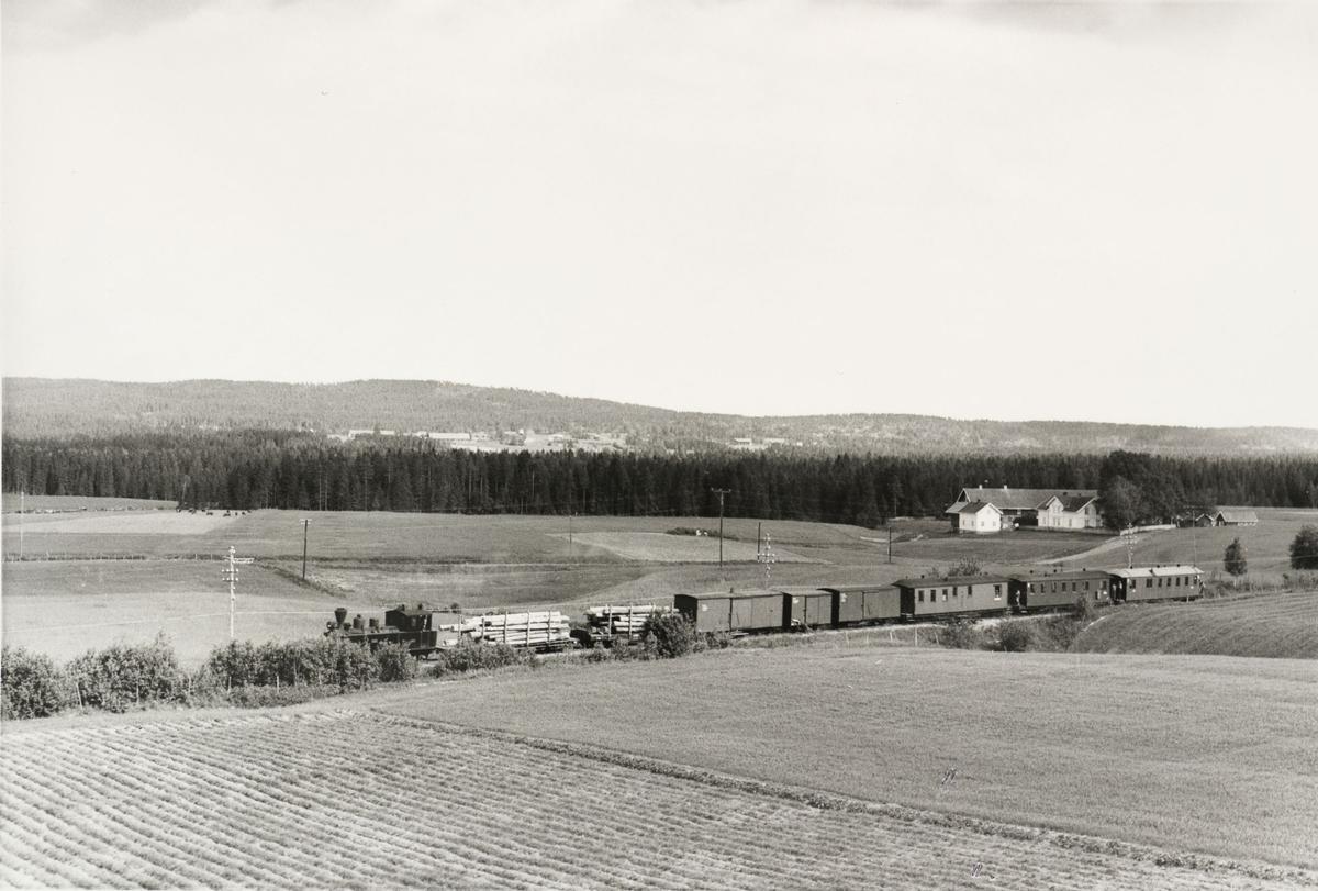 Tog retning Sørumsand ved Kvevli.