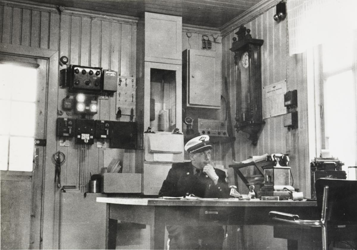 Bjørkelangen stasjon, interiør på stasjonsmesterens kontor.