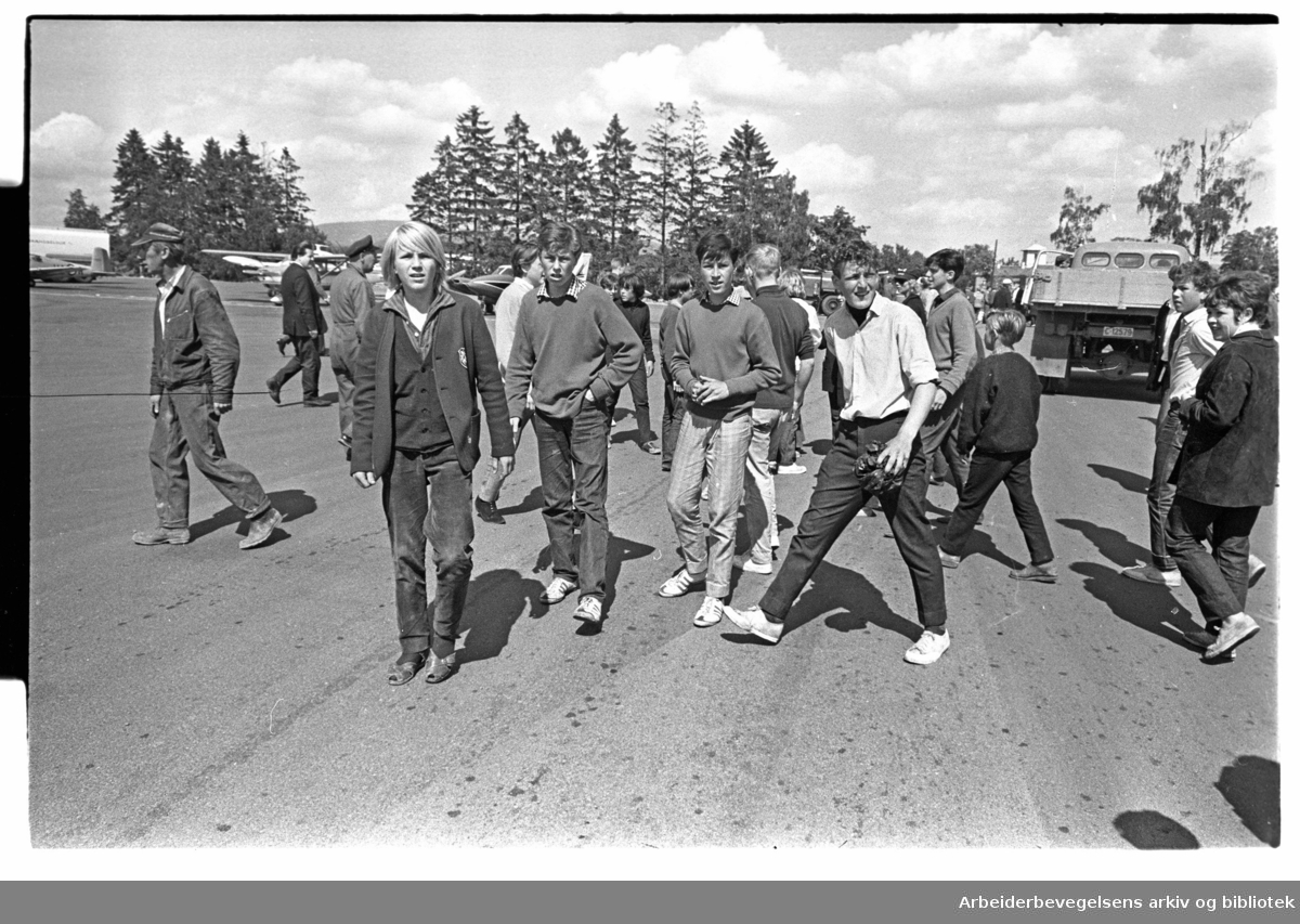 The Rolling Stones ankommer Oslo, via Fornebu flyplass, 23. juni 1965