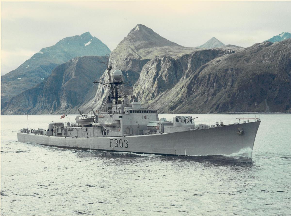 """KNM """"Stavanger""""."""