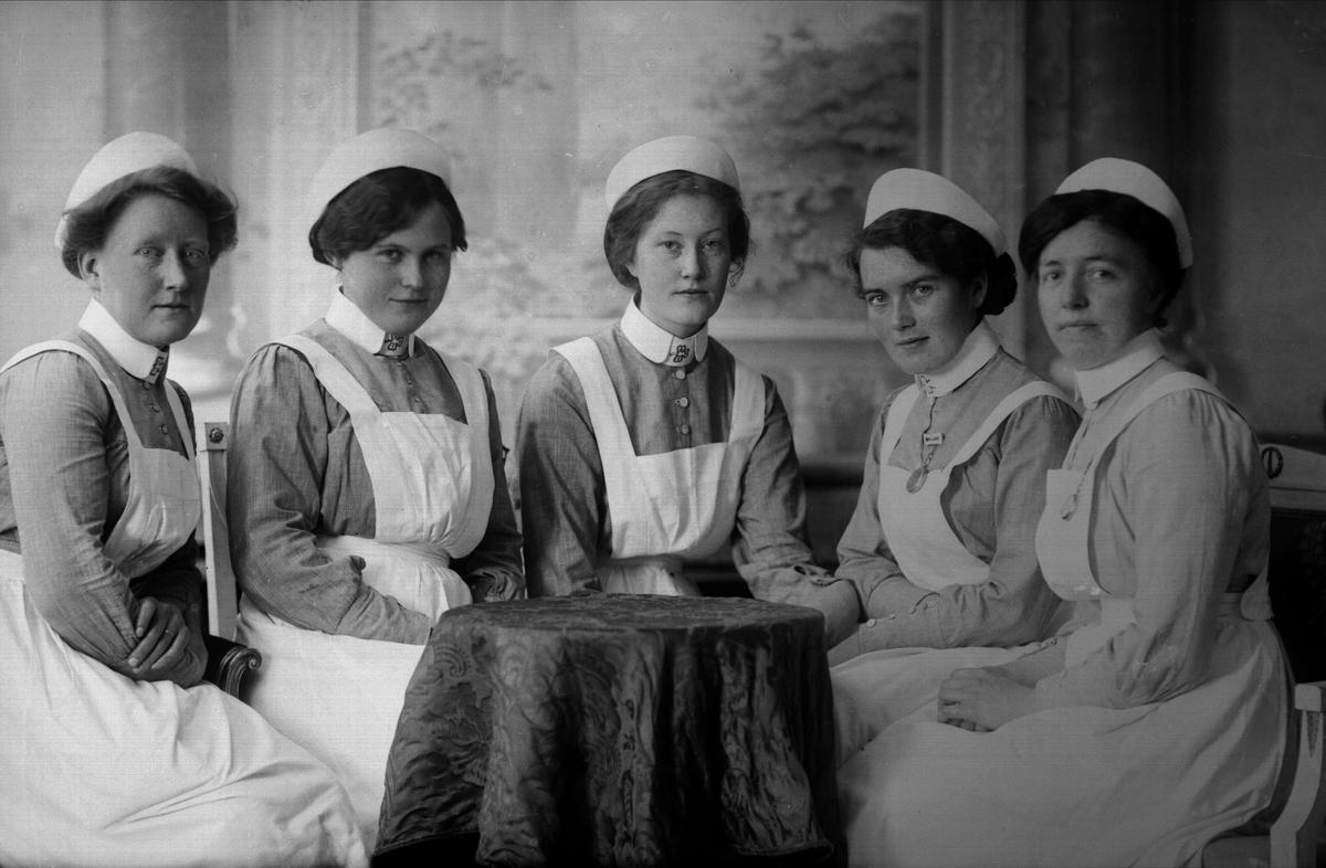 Gruppeportrett, sykepleiere. Norske Kvinders Sanitetsforening.