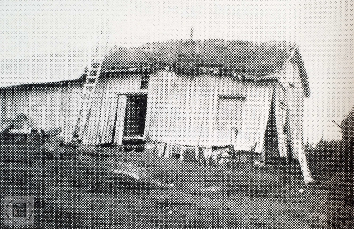 Dei gamle husa på garden Løland i Grindheim.