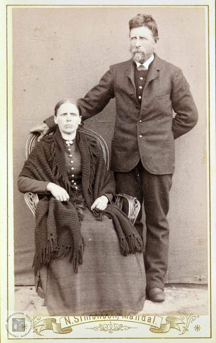 Portrett av ekteparet Jørgine og John Foss-Kollungtveit. Grindheim Bjelland.