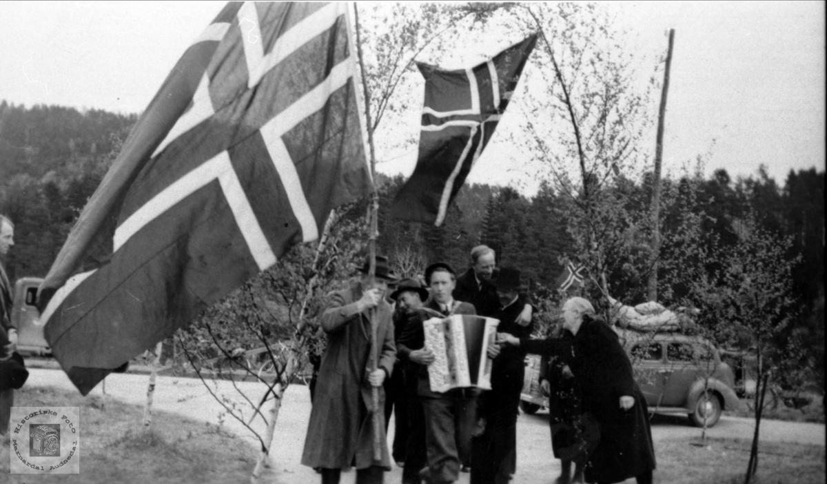 Sokneprest Knut Tjomsland er komen tilbake fra Tysk fangenskap. Bjelland.