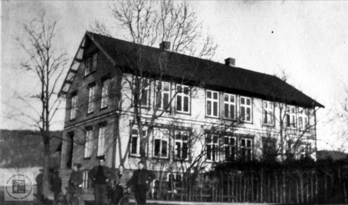 Kommunelokalet, Øyslebø.