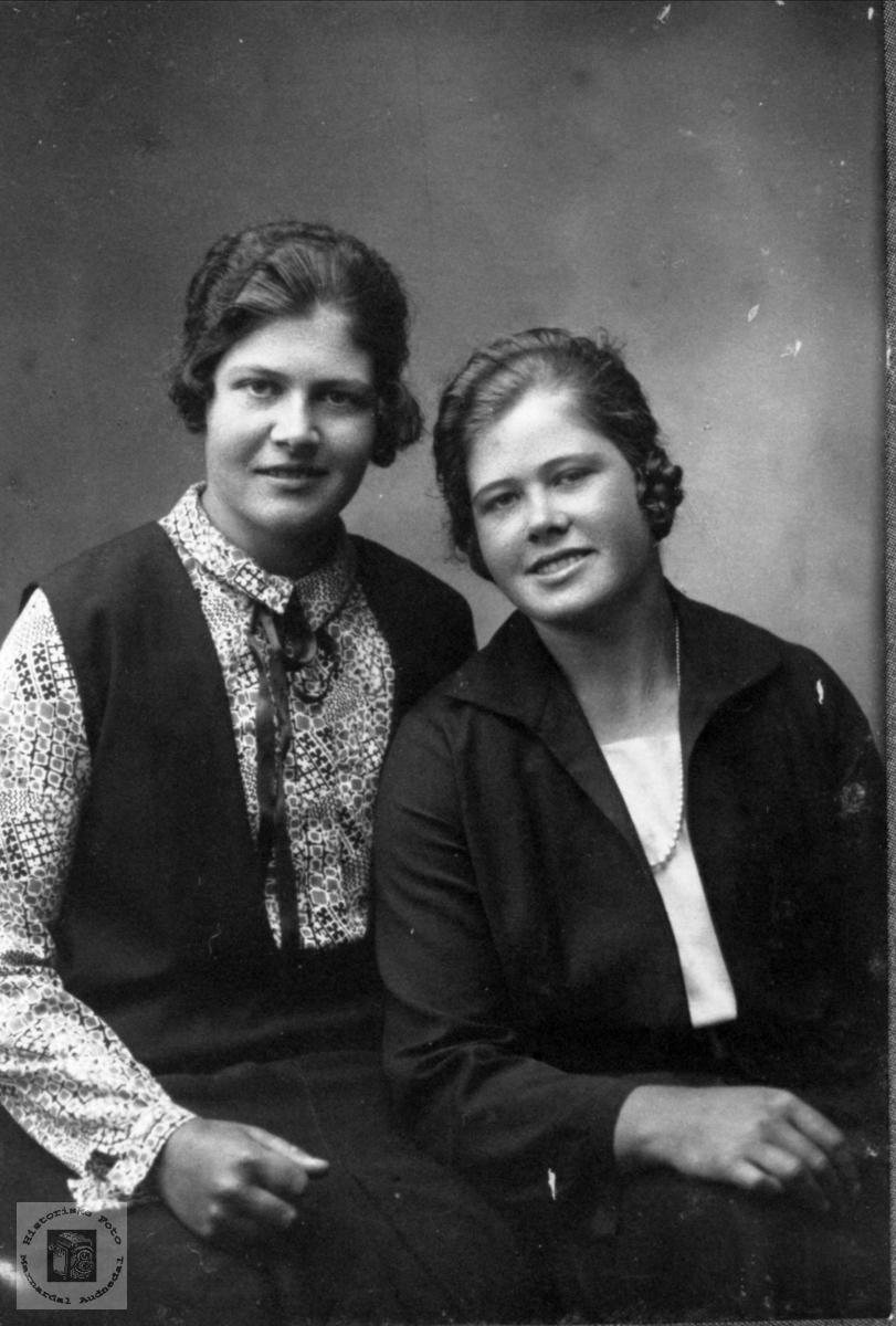 Søsknene Inger Maria og Lina Birkeland, Laudal.