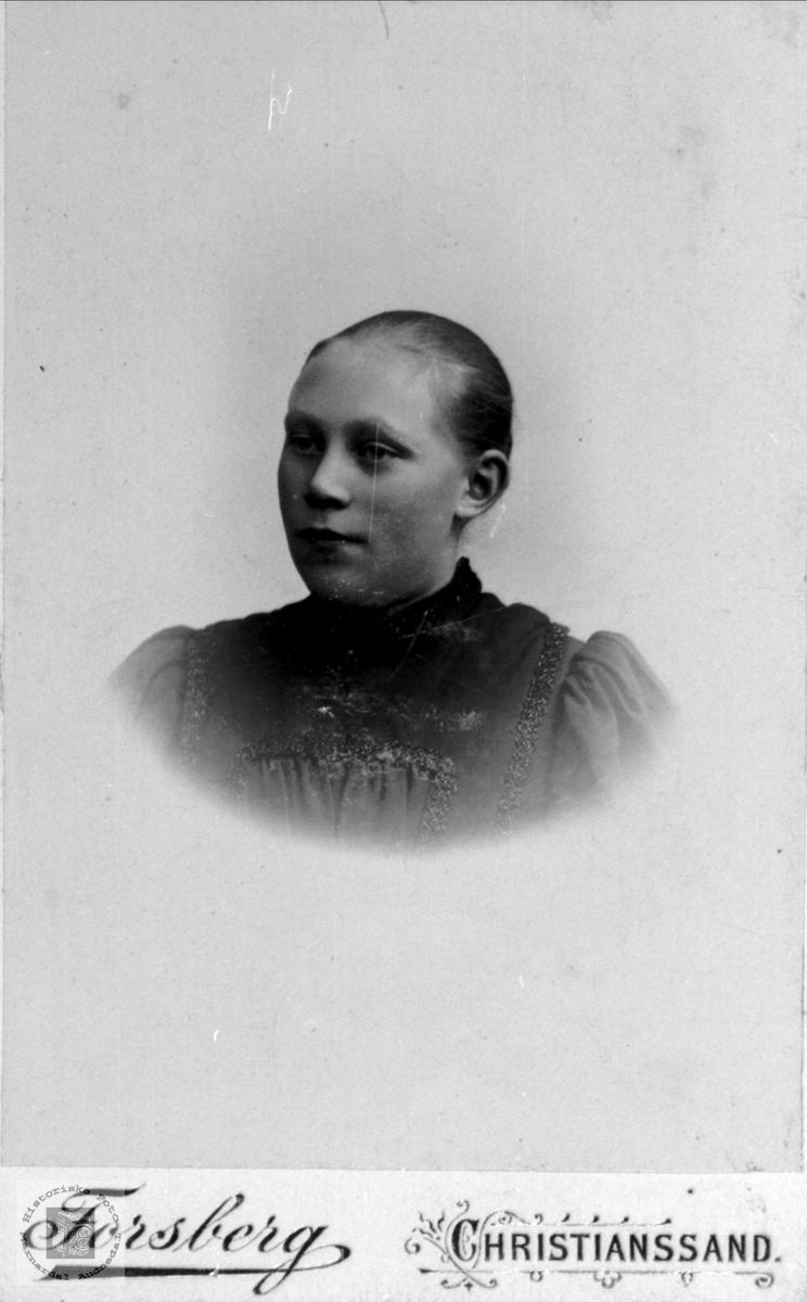 Portrett av Sidsel Skjævesland, Øyslebø.