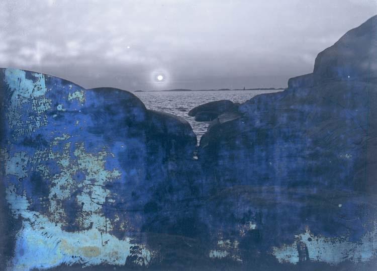"""Enligt text som medföljde bilden: """"Vid Stångehuvud."""" Solnedgång."""