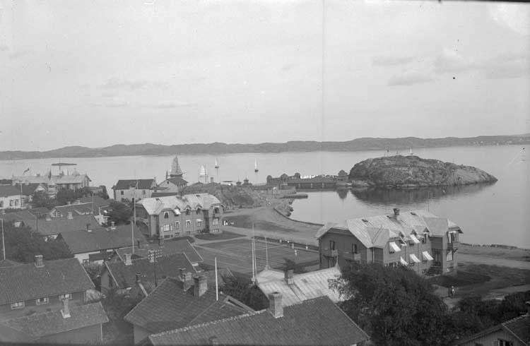 """Enligt text som medföljde bilden: """"Utsikt öfver Kyrkviken 1913."""""""