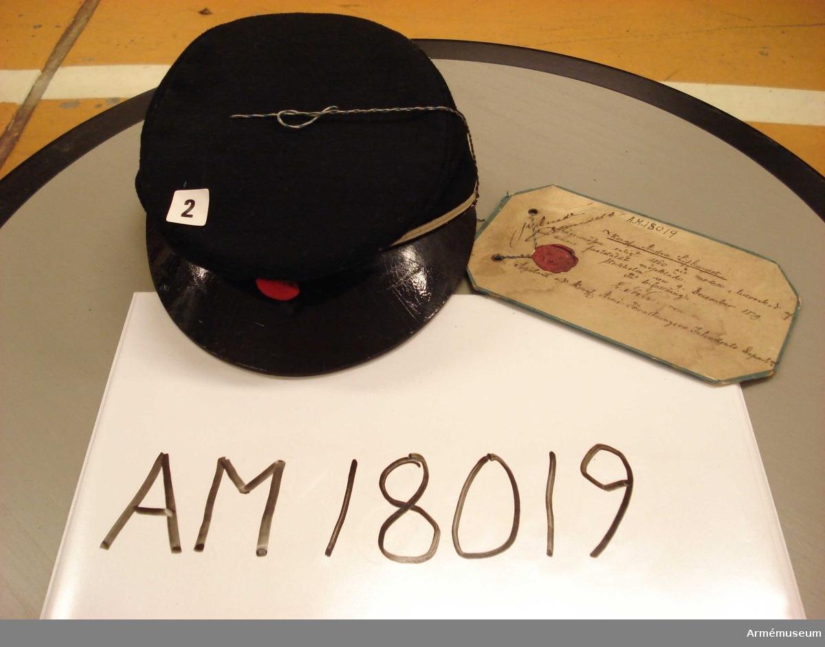 Grupp C I. Fastställande på kartong med sigill, beskrivande text, undertecknad 9. December 1879 av adjutanten vid Kungl. Arméförvaltningens Intendents Departement.