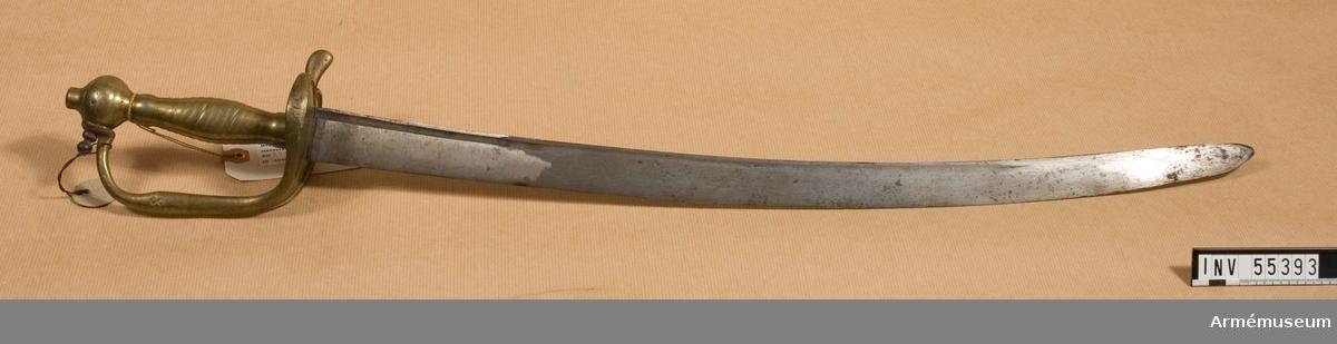 Grupp D II.  Klingans bredd vid fästet: 33 mm. Använd vid Flottan. Har flottans kassationsstämpel. Karlskrona.