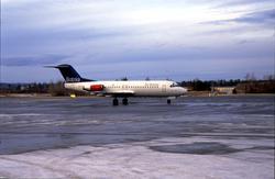 Lufthavn, 1 fly på bakken, 1 Fokker F-28-4000 Fellowship SE-