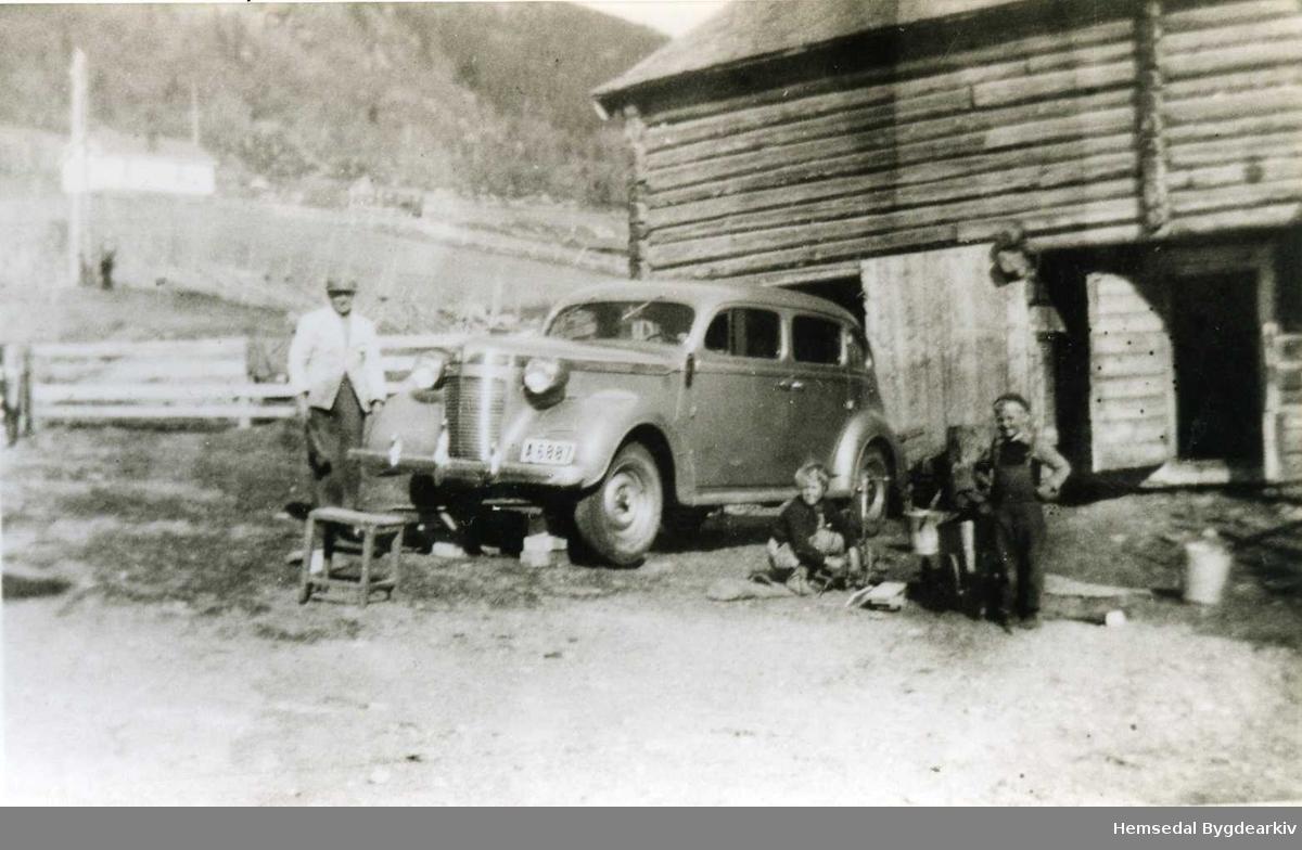 A 6887. Crysler Royal 1937 modell på søre Fossheim, Ullsåk i Hemsedal.