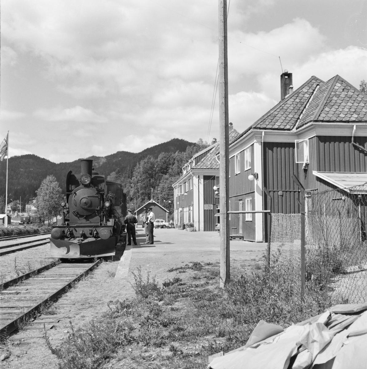 Godstog 5397 fra Kongsberg har ankommet Rødberg stasjon.