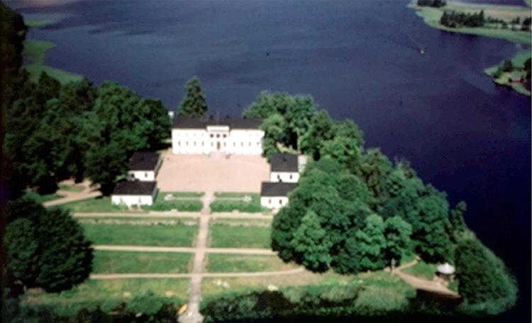Vy över Stjärnsunds slott, Askersund.Bilden tagen för vykort.