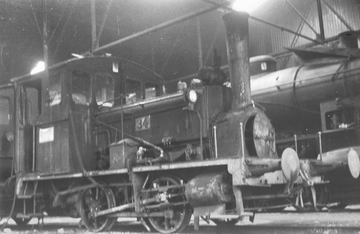 Skiftelokomotiv i Gamlestallen i Lodalen i Oslo. Damplokomotiv type 7a nr. 34.