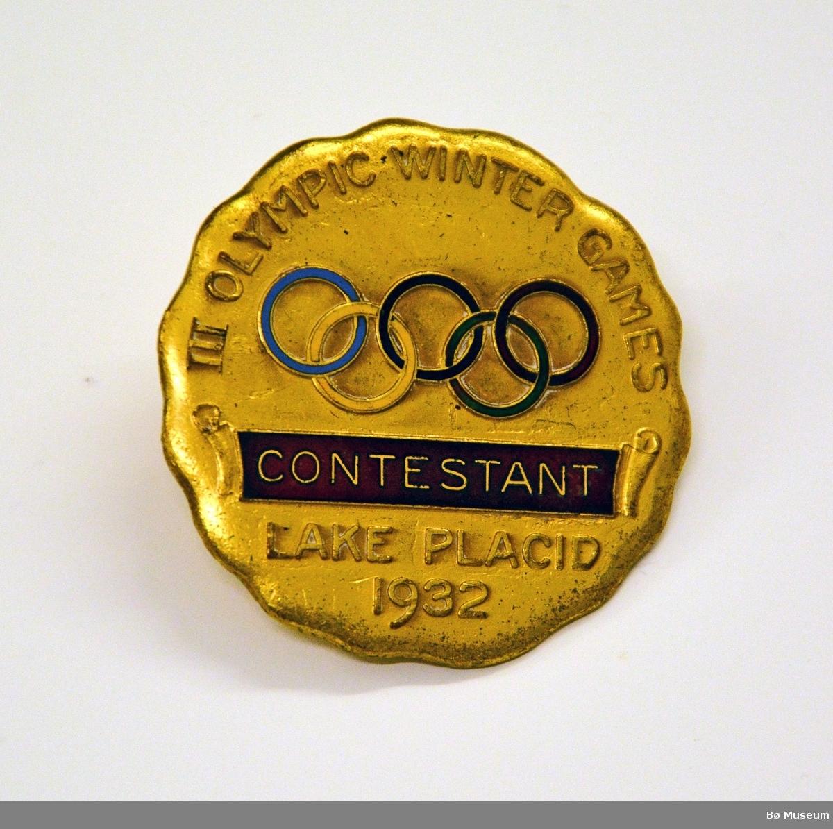 Minnemedalje (pin) fra Lake Placid OL 1932, Innskrift: III OLYMPIC WINTER GAMES LAKE PLACID 1932 - CONTESTANT og OL-ringene.