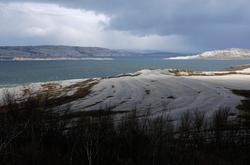 Strandlinjer fra istiden, Roddinessjøen, Porsanger. Bildet e