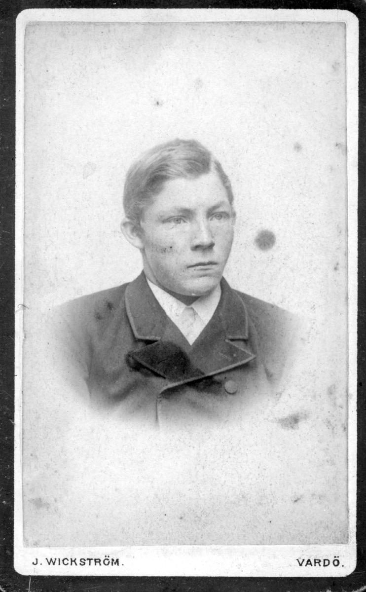 Visittkortportrett av en ung mann.
