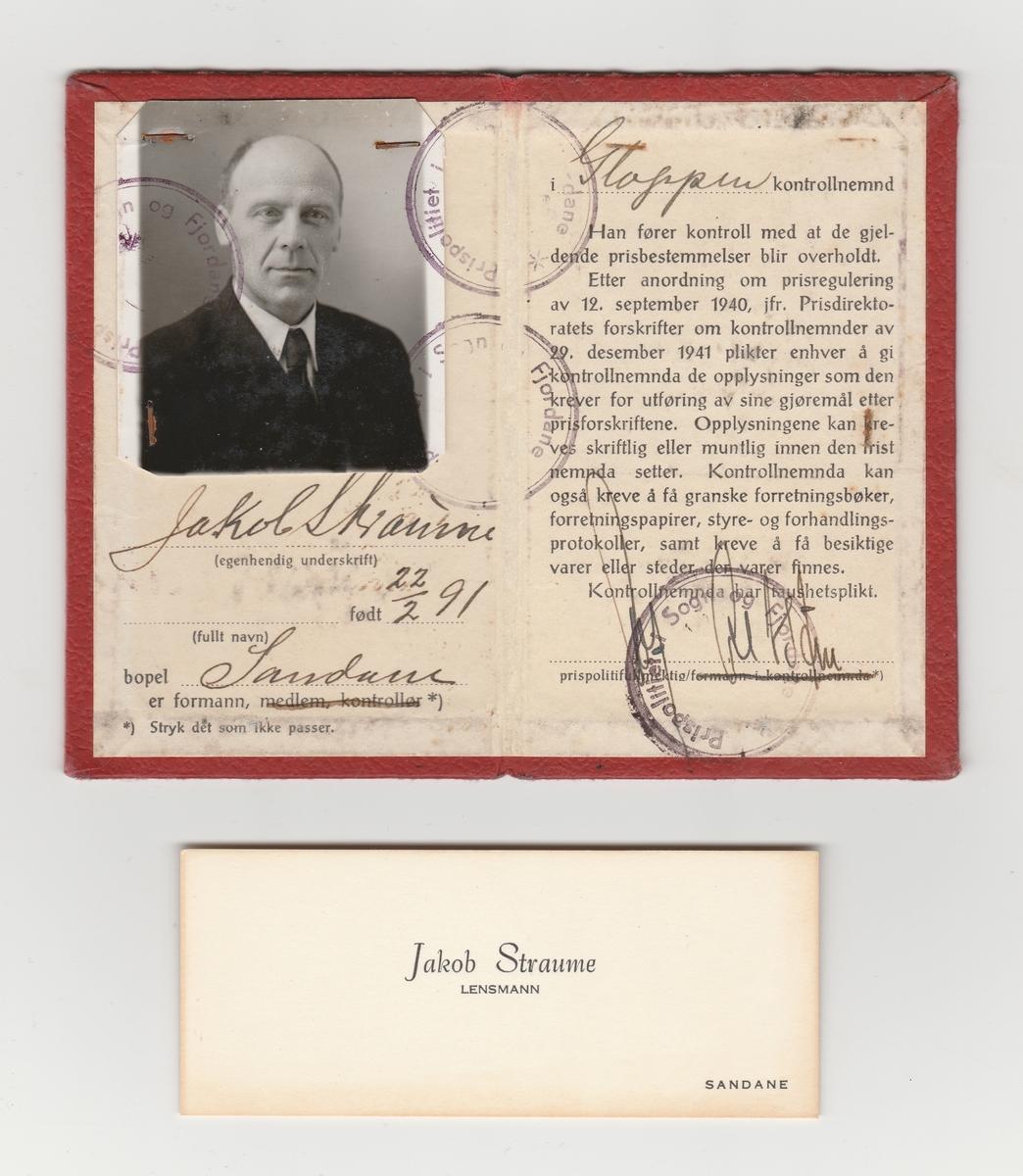 Dobbelt legitimasjonskort med foto og tre visittkort.