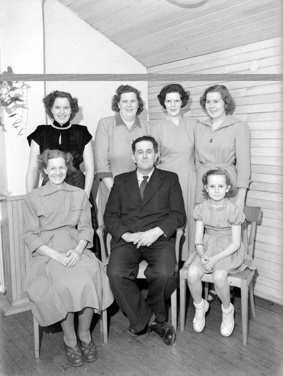 Familjen Valter. Foto i maj 1957.