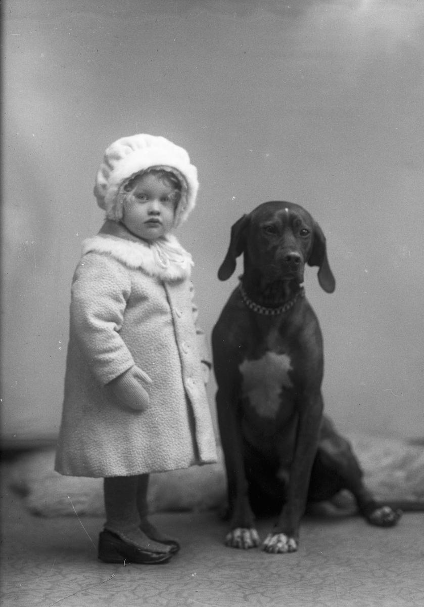 Carin Malmlöf med hund.