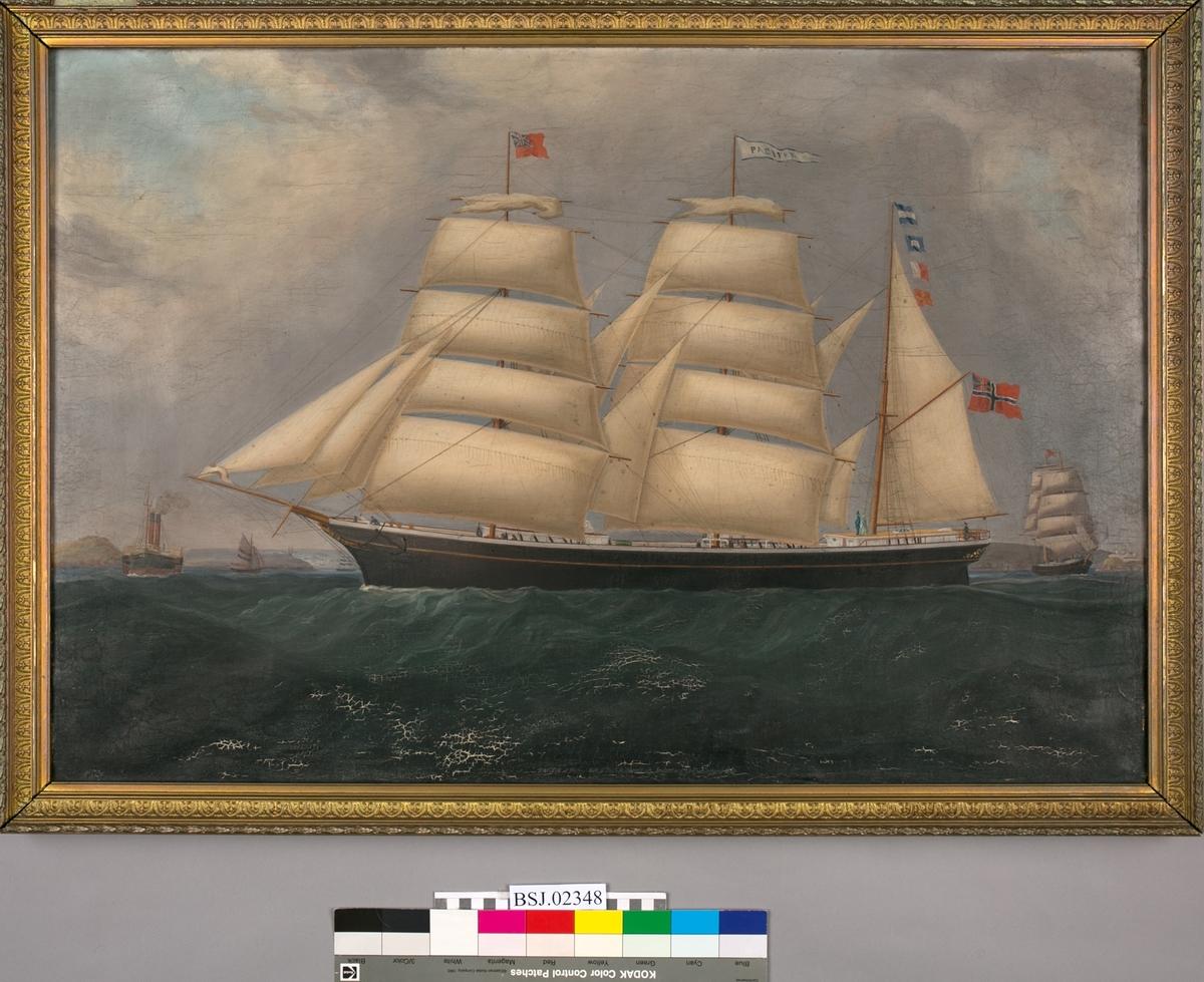 Skipsportrett av bark PACIFIK ført av kaptein R. Weseberg. Kapteinen og hans kone er avbildet i akter av skipet. Motivet viser skipet under innseiling til Queenstown i 1880. Tre mindre seilskip i bakgrunnen. Barken har full seilføring, og norsk flagg med sildesalaten i akter. Under fulle seil med unionsflagg. Ikke signert.